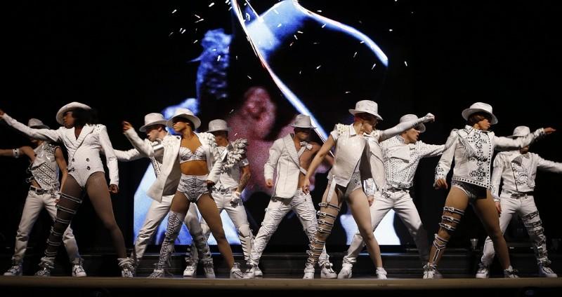 Michael-Jackson-ONE-7