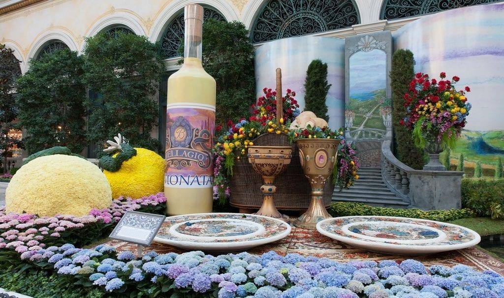 2019 ITALIAN SUMMER DISPLAY - Bellagio's Conservatory Picnic Scene