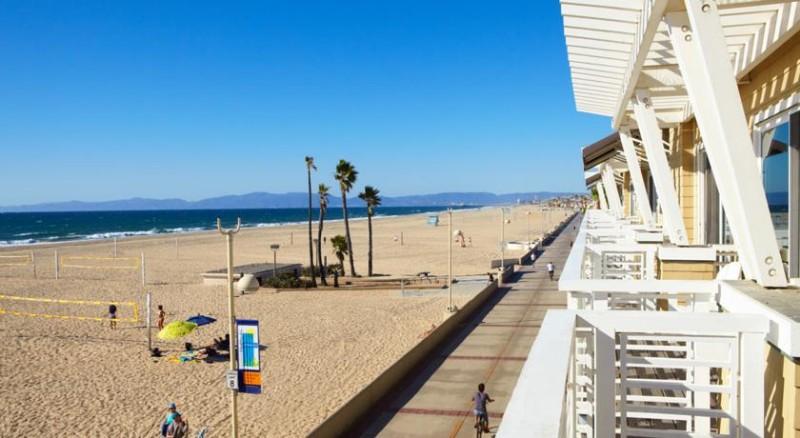 The-Beach-House-in-Hermosa-Beach-2