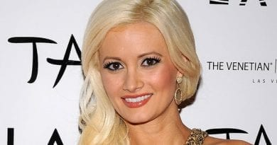 Holly Madison at LAVO - NYE 2011