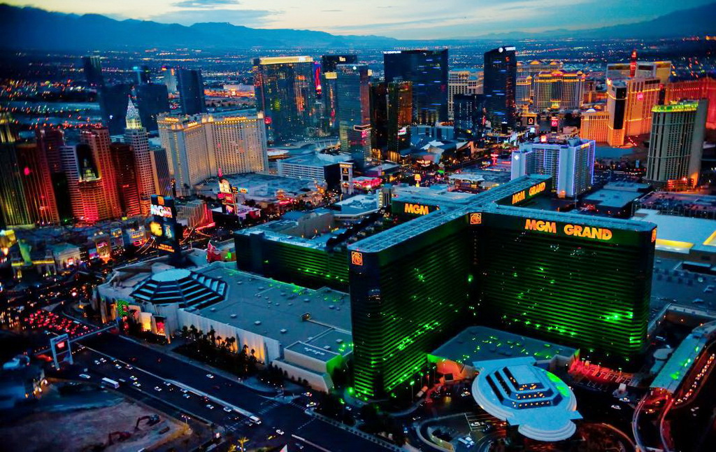 2015 las vegas trend report what to expect travelivery for Pool show las vegas 2015