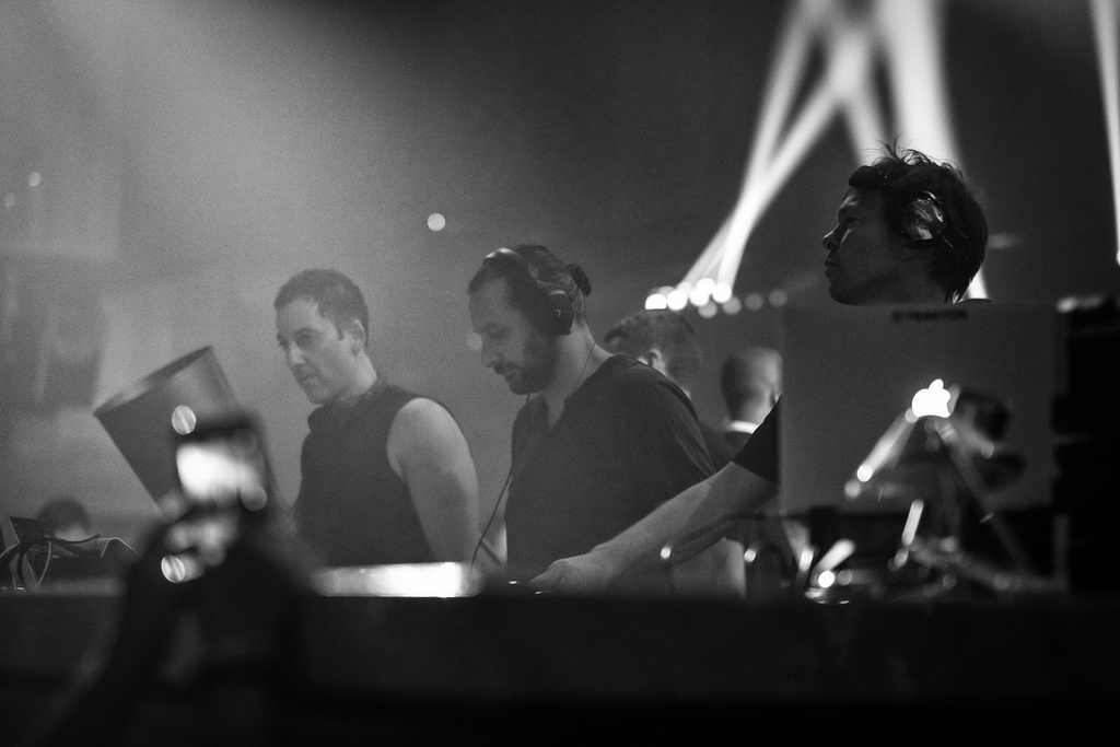 Deep Dish and Pete Tong perform at LiFE Nightclub