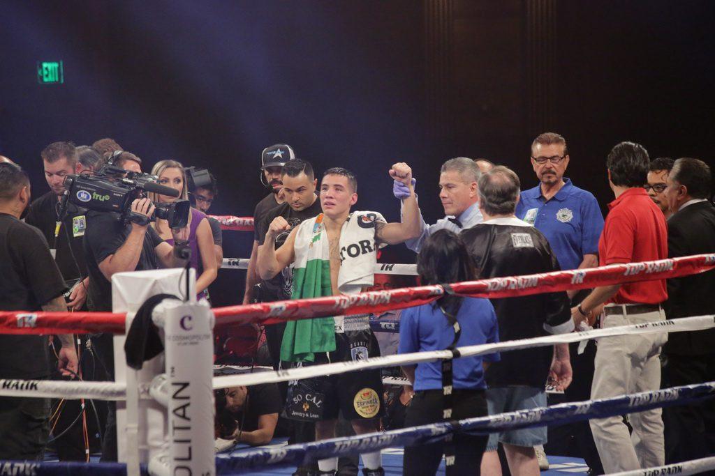Oscar Valdez defeats Chris Avalos
