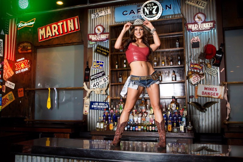 Coyote-Ugly-Saloon-3