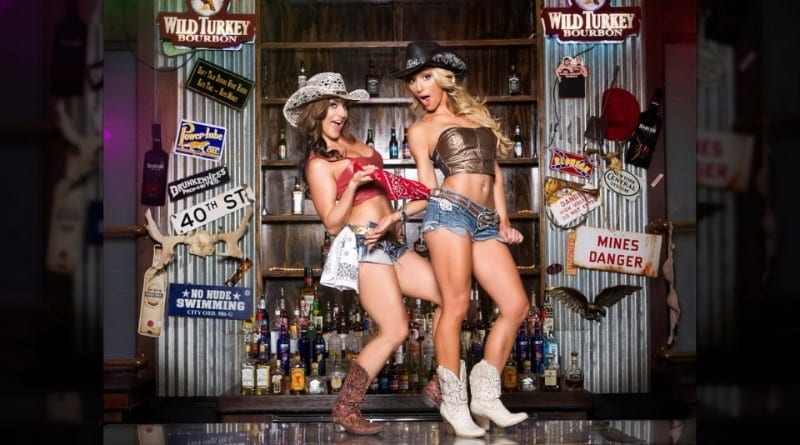 Coyote-Ugly-Saloon-7