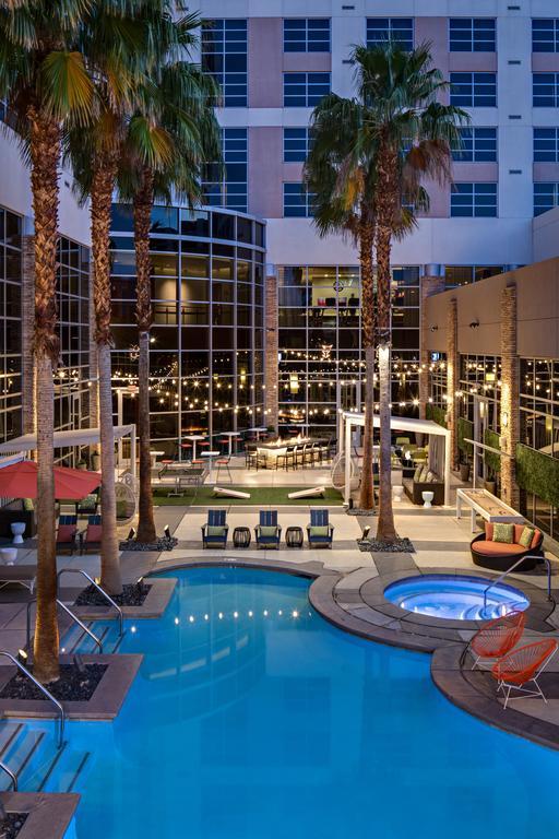 Renaissance-Las-Vegas-Hotel-3