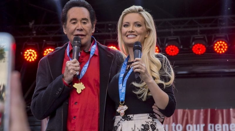 Wayne Newton and Holly Madison greet Great Santa Run