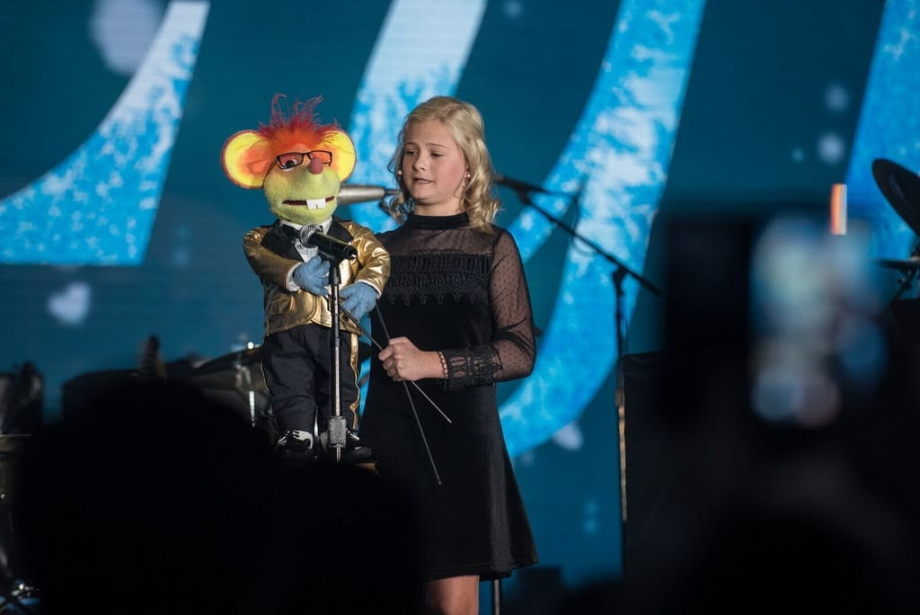 Darci lynne farmer at caesars palace 1 travelivery for Pool show las vegas 2018