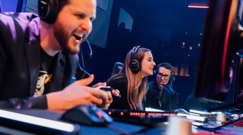 Local gamer Chelsea Maag plays the first game at Esports Arena Las Vegas with Esports Arena CEO Tyler Endres (L)