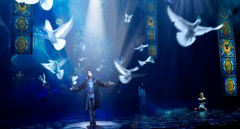 Criss-Angel-MINDFREAK-LIVE-4