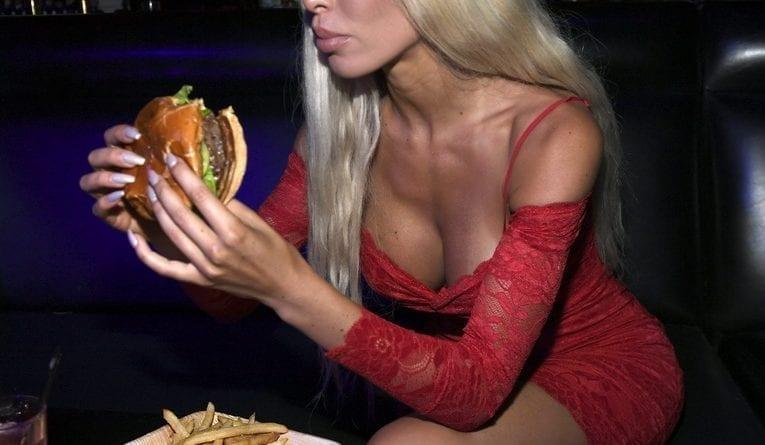Farrah Abraham with Crazy Horse 3 Burger
