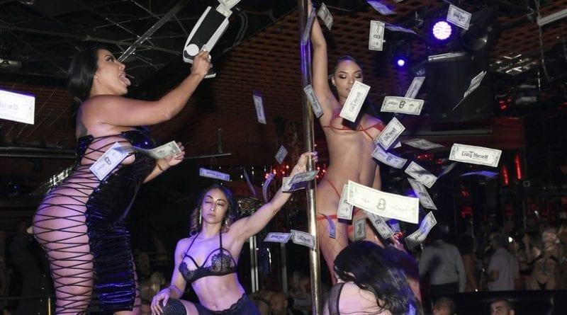 Kiara Mia - Money Gun on Stage