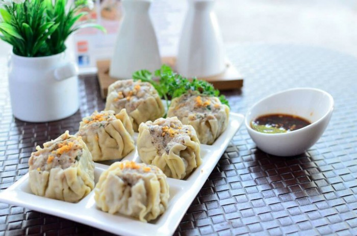Table-Thai-Bar-Bistro-Shu-Mai