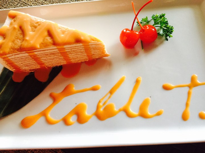 Table-Thai-Bar-Bistro-Thai-Tea-Crepe-Cake