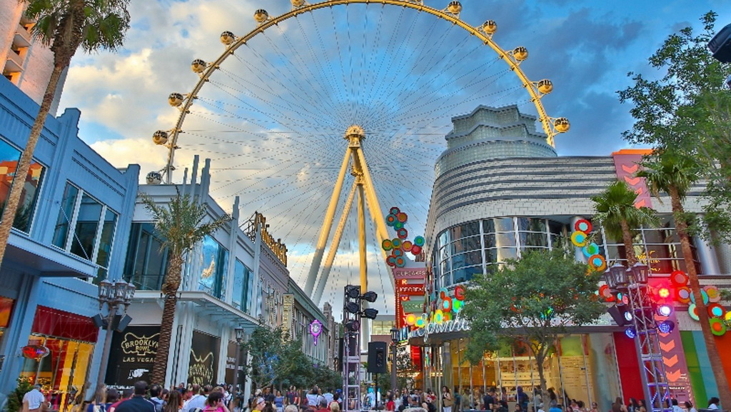 The LINQ Promenade & High Roller Observation Wheel