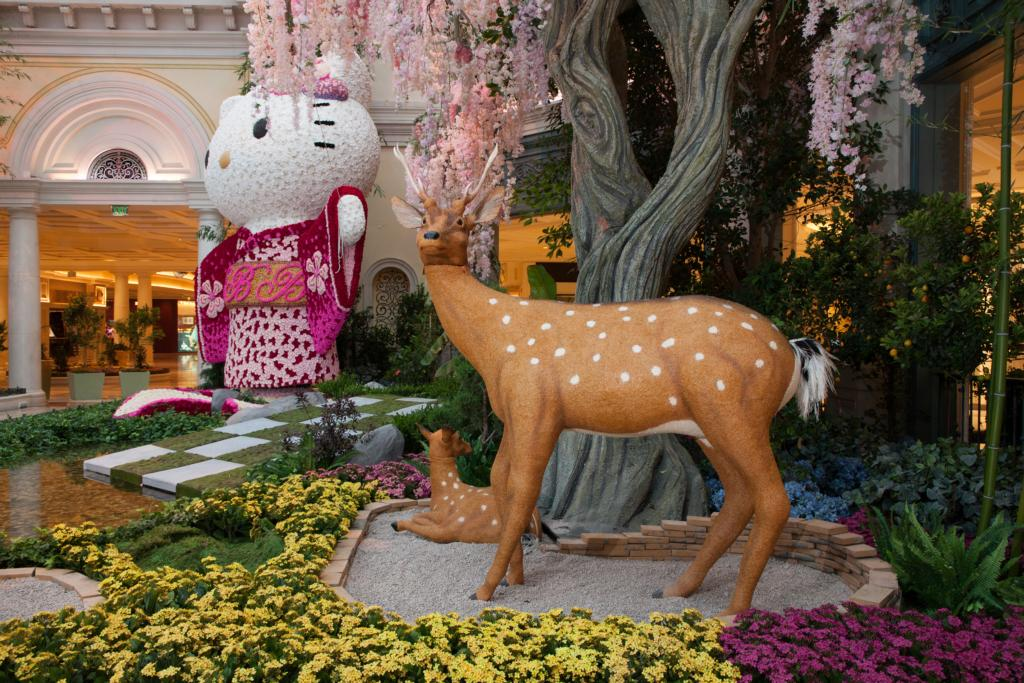 Bellagio Conservatory & Botanical Gardens - Hello Kitty East Bed
