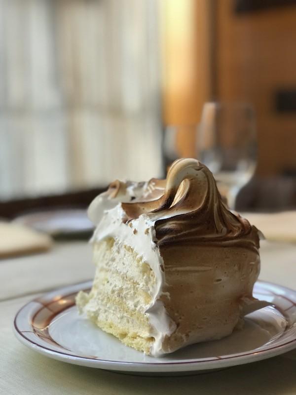 Vanilla-Meringue-Full-Cake-Brown-Plate-5