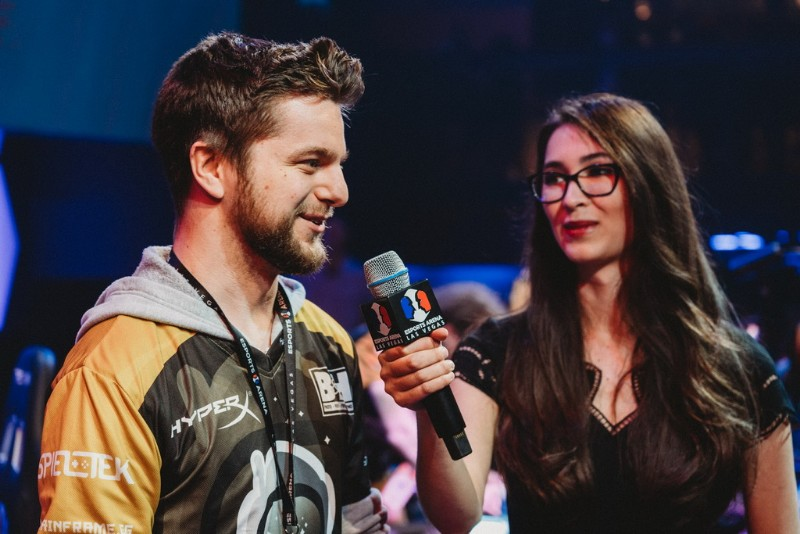 John-BaRRaCCuDDa-Salter-of-Spacestation-Gaming-at-Esports-Arena-Las-Vegas-with-reporter-Ovilee-May