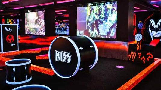 Kiss-By-Monster-Mini-Golf-3