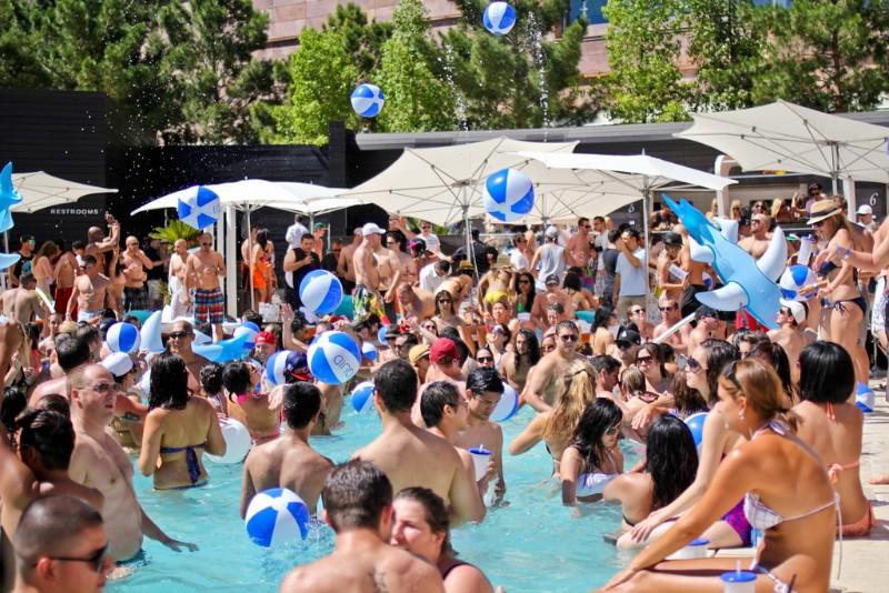 Liquid-Pool-Lounge-03