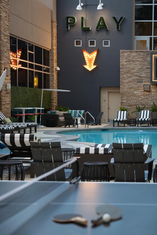Renaissance-Las-Vegas-Hotel-2