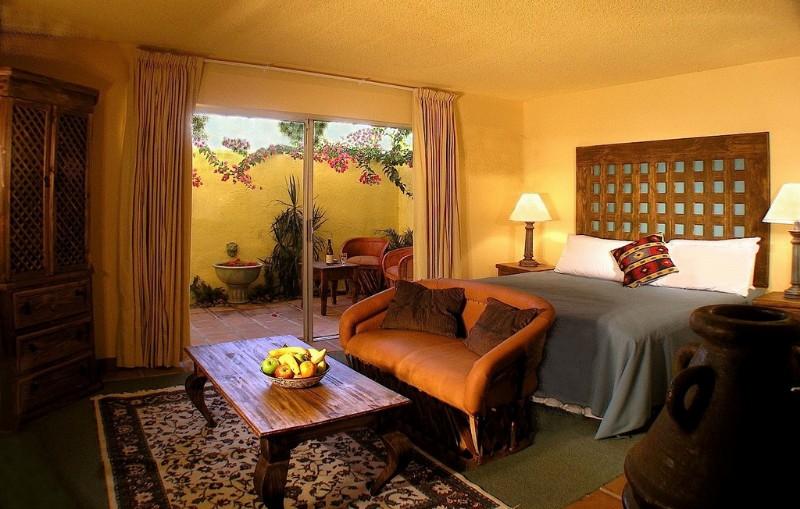 Hotel-Pepper-Tree-Courtyard-King