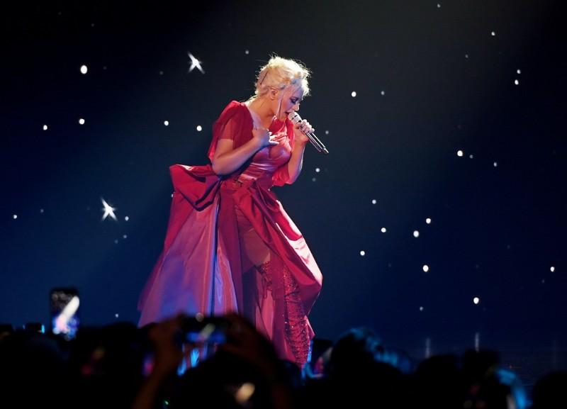 Christina-Aguilera-The-Xperience-4