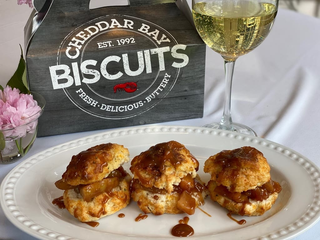 Red Lobster - Cheddar Bay Biscuit Apple Pie Sliders
