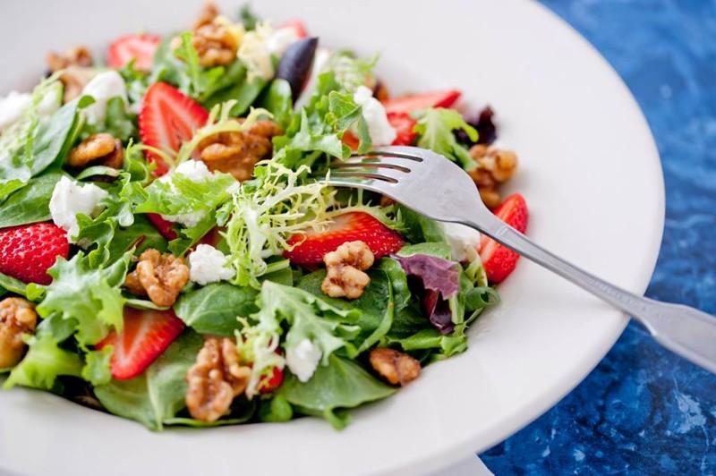 1241 Very Berry Salad at The Broken Yolk Cafe